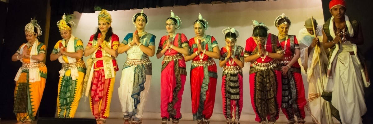 Odissi dance videos dance with me india for Aum indian cuisine
